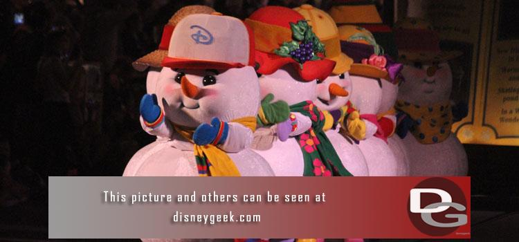 11/7 - A first look at A Christmas Fantasy Parade & Believe in Holiday Magic plus Christmas Decorations and a check of other happenings around the parks.