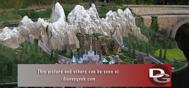 12/19 - Arendelle from Frozen in Storybook Land, Frozen Fun preparations at DCA, and Christmas Festivities in both parks.