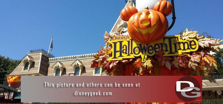 9/16 - A first look at Halloween Time 2016, APDays and the ongoing construction projects around the parks including Star Wars Land.