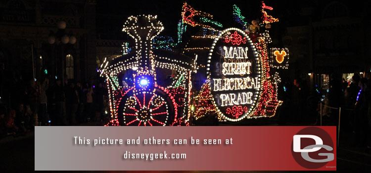 1/19 - The Return of the Main Street Electrical Parade & Lunar New Year Preview including Hurry Home plus a check of the ongoing projects.