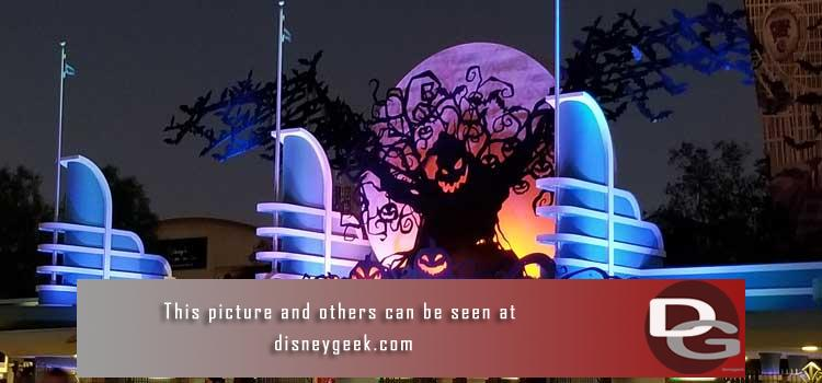 9/6 - Halloween Time Opening Day - 1st look at entertainment, decorations and more plus a check of the ongoing projects