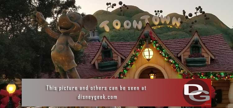 11/1 - First look at Christmas decorations and merchandise as the parks transition from Halloween to the Holiday Season plus a check of ongoing projects.