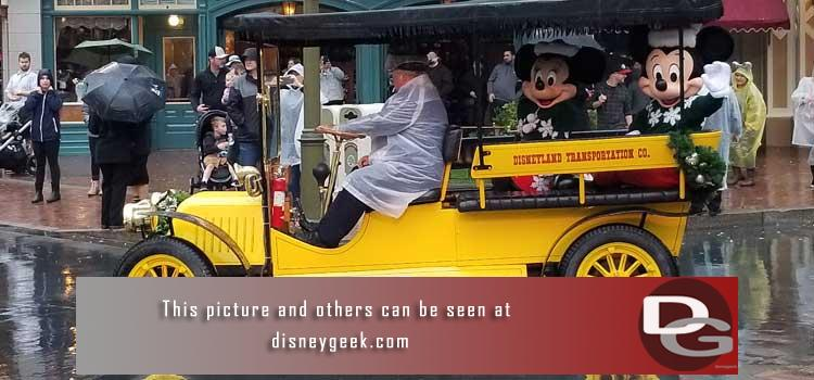 12/6 - A rainy visit to the parks including Mickeys Holiday Cavalcade, new Coke Droid Carts & more
