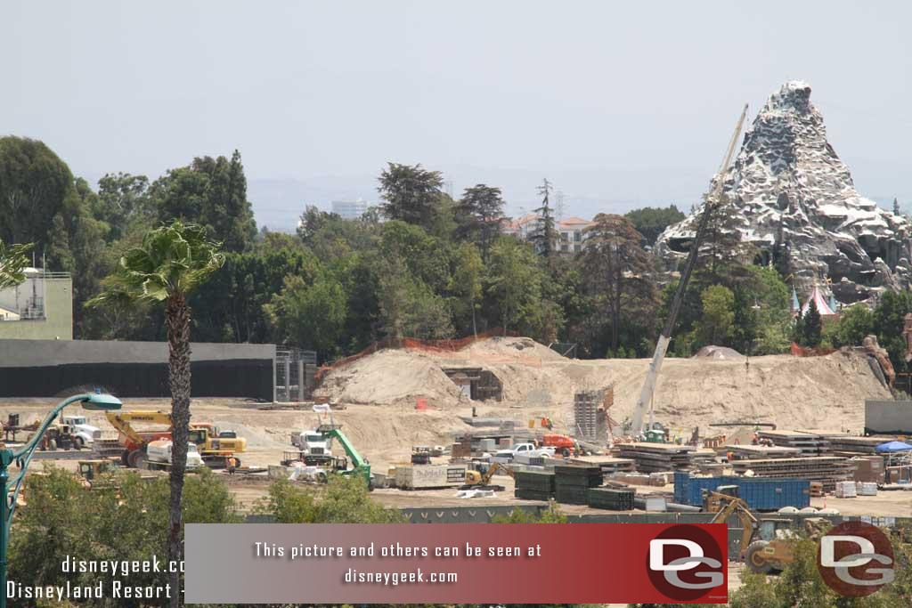 7.29.16 - A lot of equipment and materials in the middle of the site, nothing happening on the skyway hill