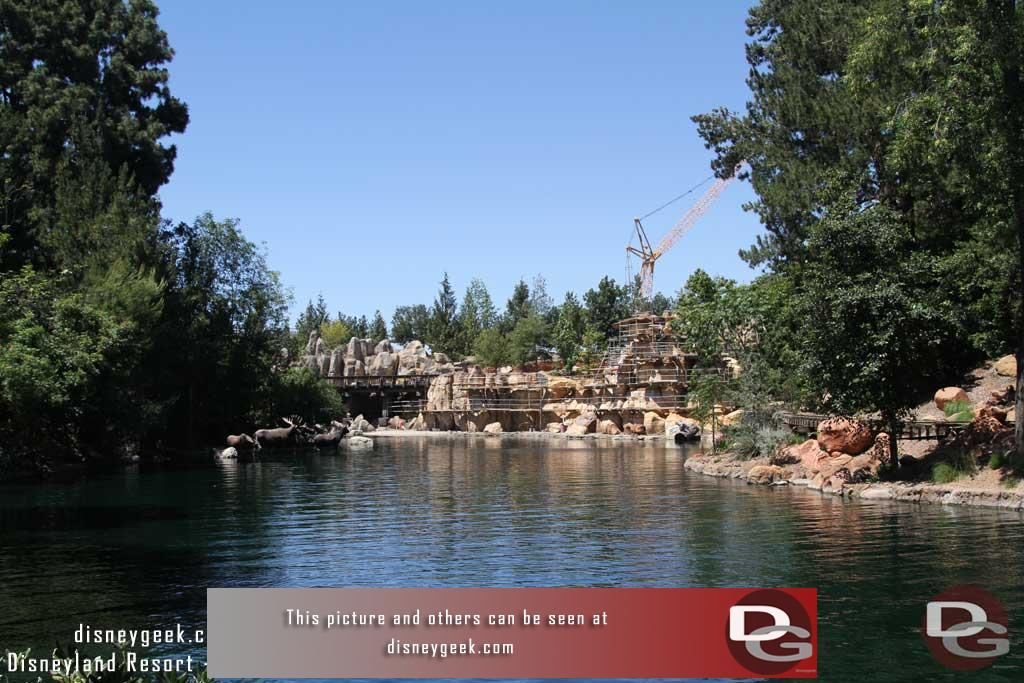 6.16.17 - Tom Sawyer Island reopened.  So here is a look up river on the east/Frontierland side.