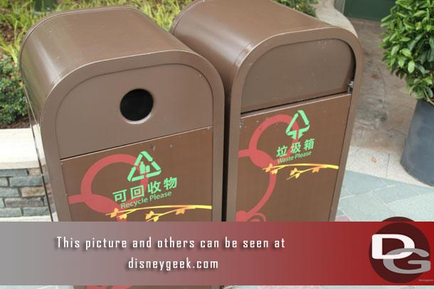 Disneytown trashcans (for our photo gallery collection at some point and those that always want to see the various designs)