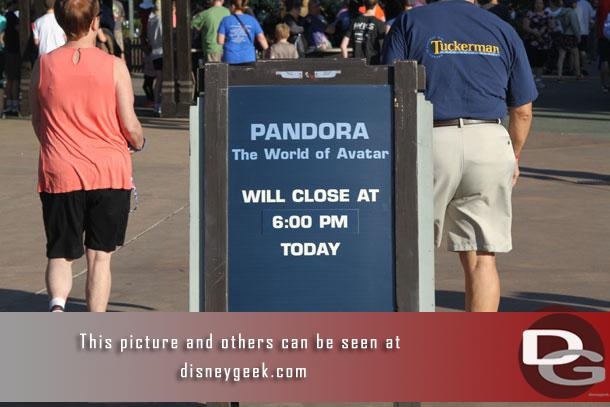 Arrived at the Animal Kingdom just before 9am.  Several signs warning of an early Pandora closing today.